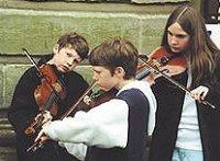 Детский скрипичный оркестр. Музыка. Дети играют на скипках. Фото. Картинки. Изображения. Рисунки. Фотографии. Текст.  Children's violin orchestra. Music. Photo. Pictures. Text.